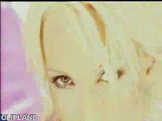 Karaja - She Moves (La La La)