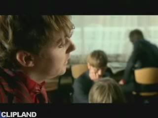 Kaiser Chiefs - Everyday I Love You Less And Less